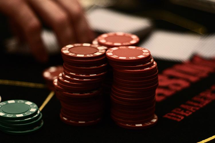 Live Caribbean Stud Poker CA