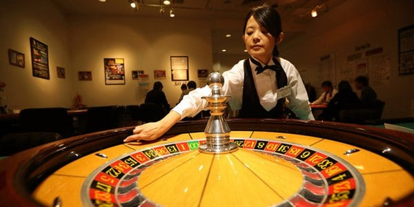 roulette casino dealer