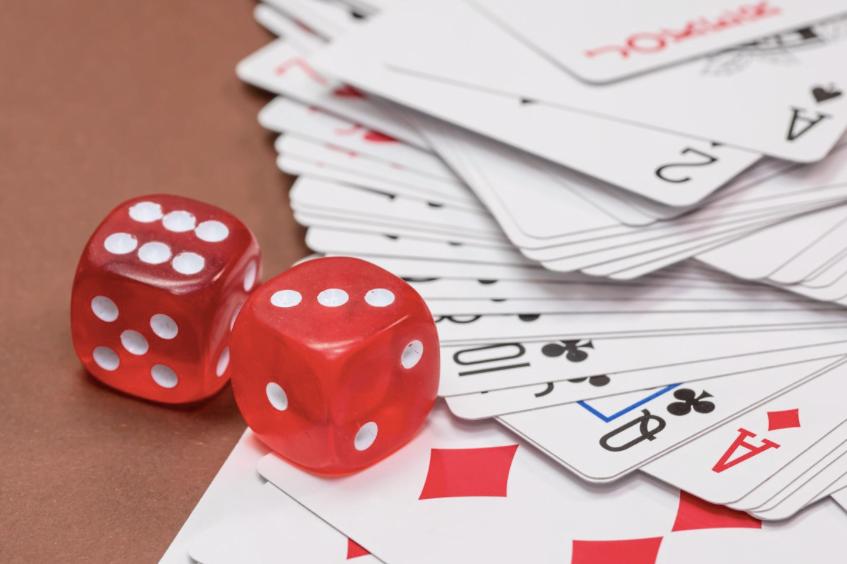 Poker - tärning, kort